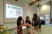 Utrinek s slovesne podelitve spričeval maturantom poklicne mature